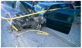 Barierka przebiła samochód na wylot