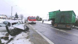 Blizne - zderzenie chevroleta z ciężarowym volvo