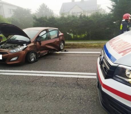 Czołowe zderzenie  dwu aut w Starej Wsi