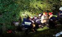 Jabłonica Polska.  BMW wypadło z drogi i uderzyło w drzewo. Zginęli kierowca i pasażer